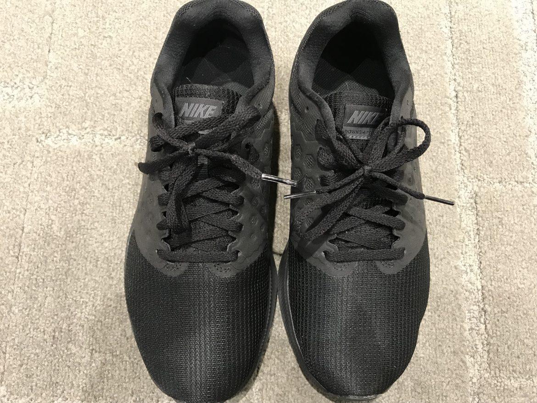 Adidasのスニーカーを探しています。