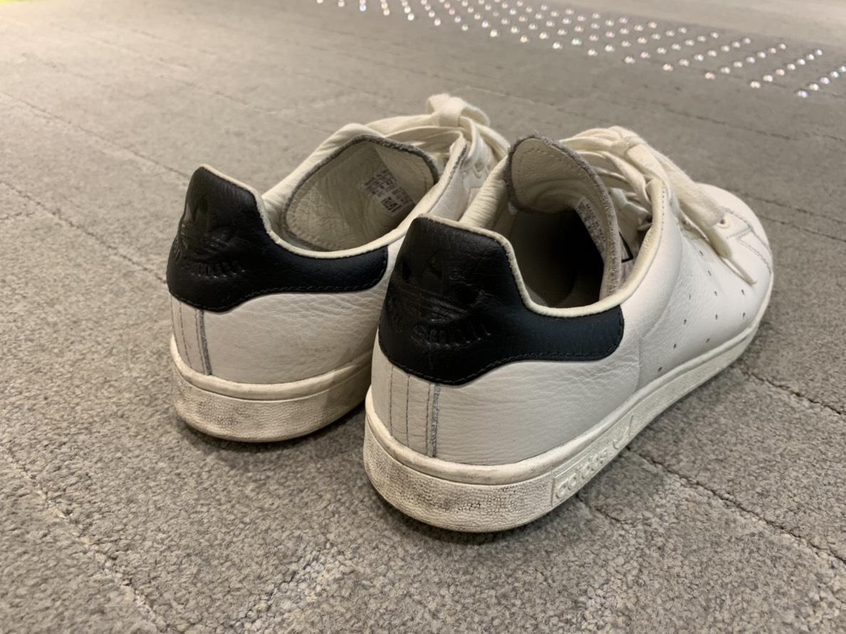 スニーカーを探しています
